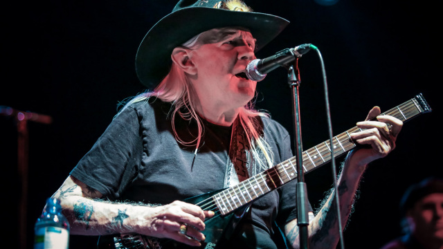 Johnny Winter Performs In London